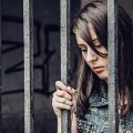 jail(ジェイル)とprison(プリズン)の違い