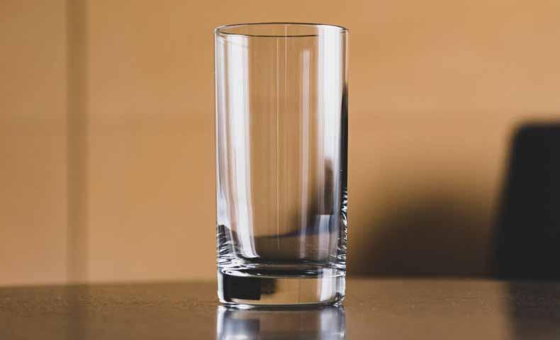 コップなどのglass(グラス)