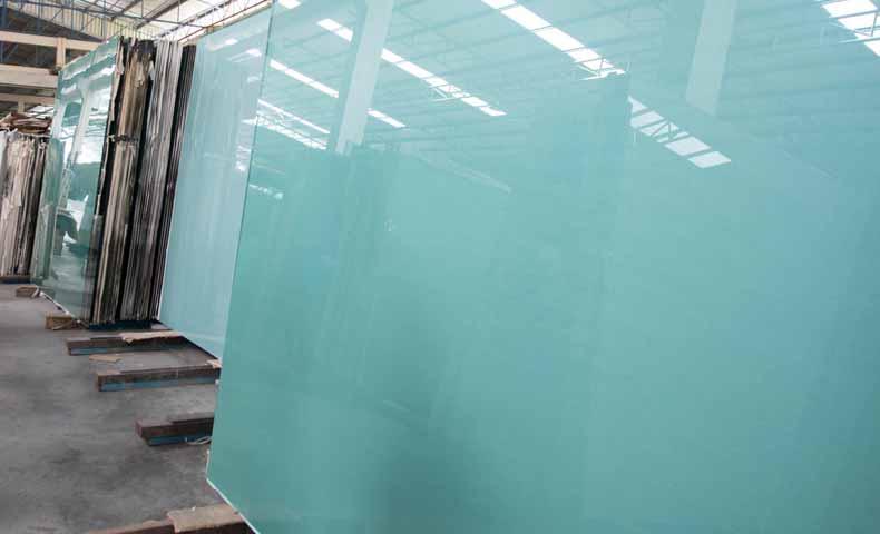 窓などのglass(ガラス)