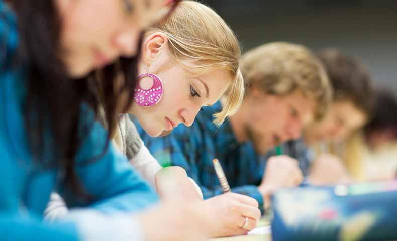 testとexaminationの意味の違い