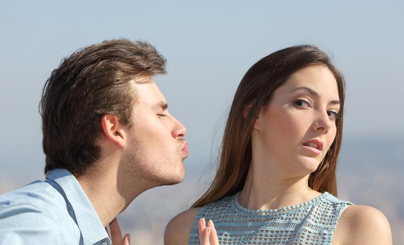 kissを迫る男性