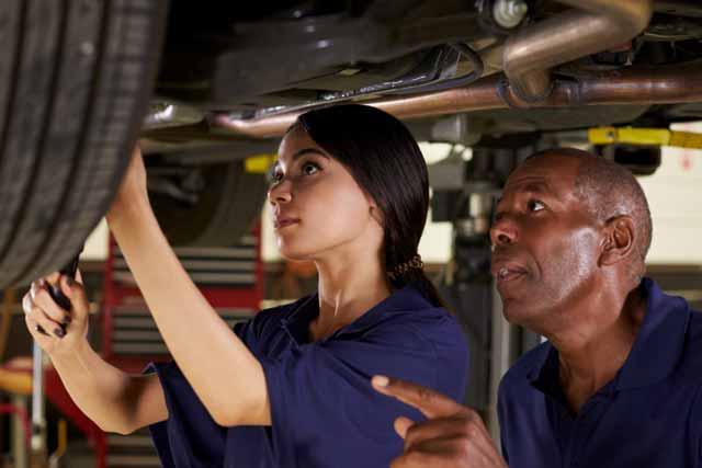 お客さんの自動車修理