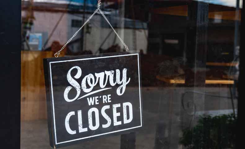 closed : 閉店した、閉じた(形容詞)