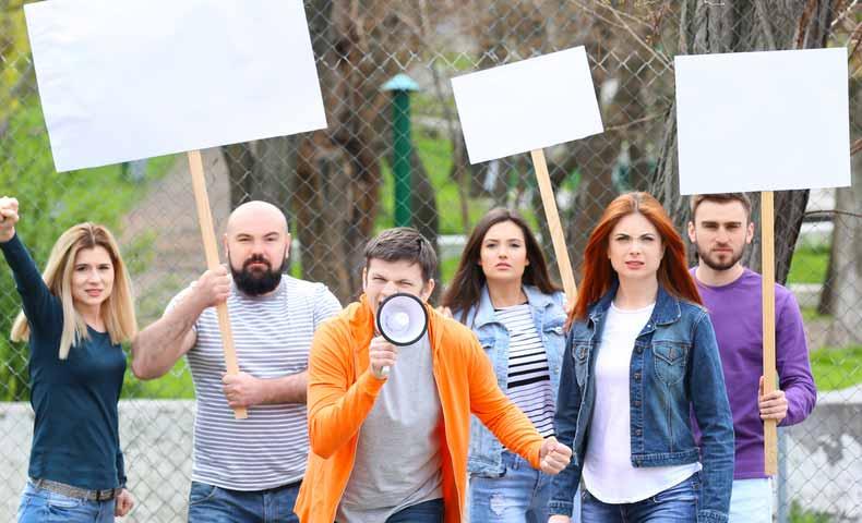 protest(動詞)での意味と使い方