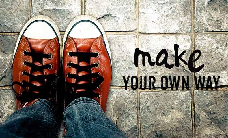 make one's own wayの意味と使い方