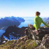 summit(サミット)の意味と使い方、peakとの違い