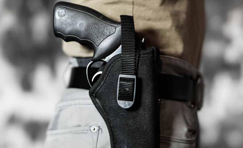 銃を携帯する
