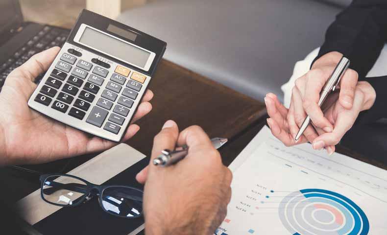 fiscalとfinancialの違い