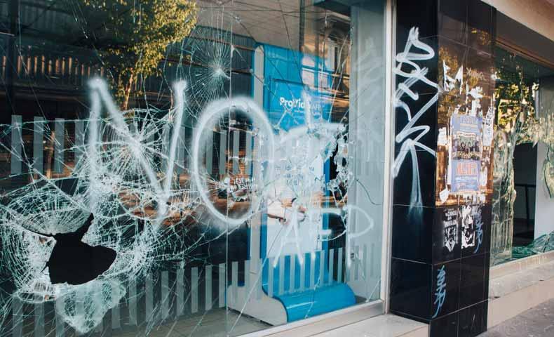 vandalismの意味と使い方