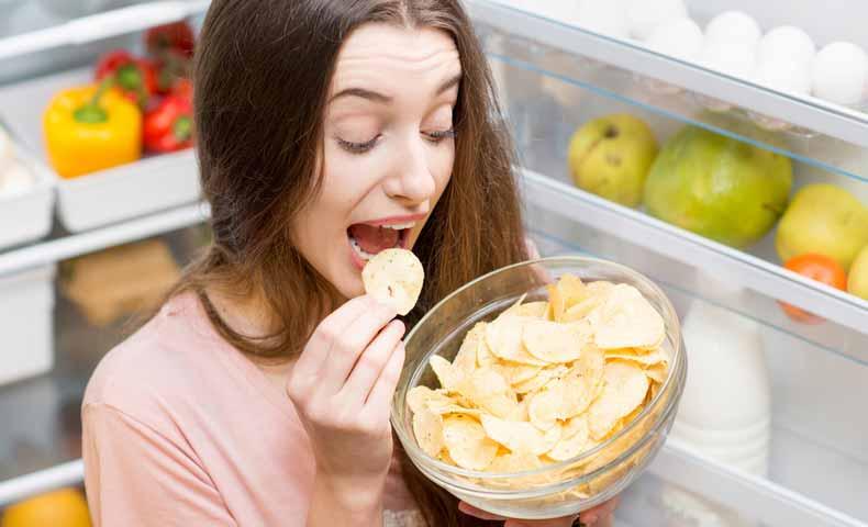snack(スナック・軽食)の英語での意味と使い方