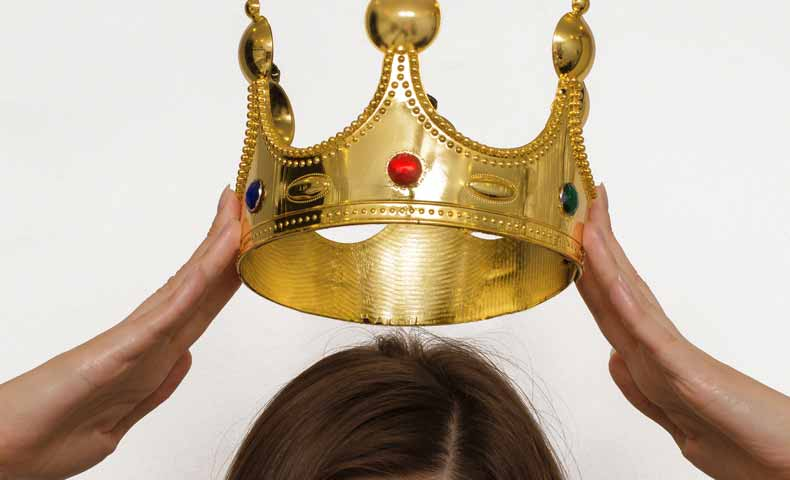 crown(王冠)の動詞での使い方