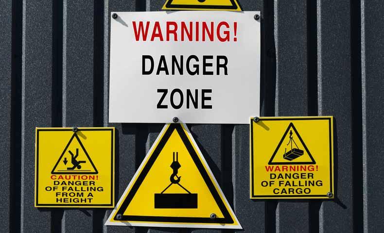 danger zoneとdangerous zoneの違い